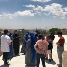 La comunità cristiana di Taybeh si riunisce per aiutare gli anziani durante il blocco