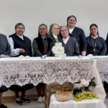 Les Filles de Marie Auxiliatrice prient pour être renouvelées dans l'amour de la Vierge Marie