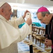Pope Francis bestows pallium on newly-appointed Latin Patriarch Pierbattista Pizzaballa