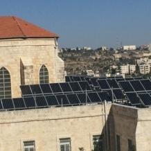 """نظام الطاقة الشمسية في مدارس البطريركية اللاتينية: خطوات ملموسة لعيش المنشور البابوي """"كُنْ مُسَبَّحاً"""""""