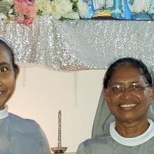 راهبات سيدة المعونة الدائمة يُصلين من أجل المهاجرين