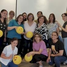 Dans le cadre de l'autonomisation des femmes, le Patriarcat latin organise un atelier de thérapie par le rire