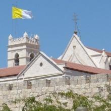 """""""Llevamos este tesoro en vasos de barro"""": Carta del Arzobispo Pizzaballa a la diócesis"""