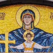 تأملات الشهر المريمي، ١٥ أيار: العذراء ايقونه المرأة المسيحية
