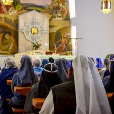 العائلات الرهبانية المختلفة في الأرض المقدسة يُشاركن بصلوات أسبوعية مع المؤمنين