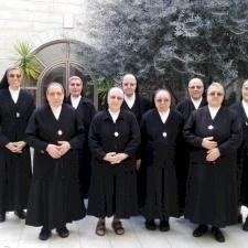 راهبات القديسة دوروتيا المعلمات يُصلين لأجل المتألمين على امتداد العالم