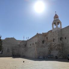 Una vuota e desolante Piazza della Natività