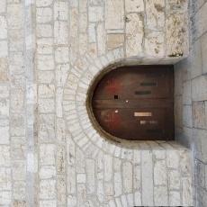 L'ingresso chiuso a Santa Caterina