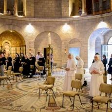 """""""Vivere nello spirito del Risorto e testimoniare senza paura"""": Mons. Pizzaballa celebra la Pentecoste all'Abbazia della Dormizione"""