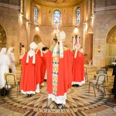 """""""Living in the Spirit of the Risen One and Witnessing Without Fear"""": Archbishop Pizzaballa Celebrates Pentecost at Dormition Abbey"""