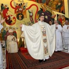 ¡La iglesia-madre de Jerusalén esplende de la luz pascual!