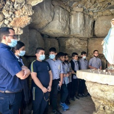 Latin Patriarchate students pray Rosary for peace, unity and healing of sickness
