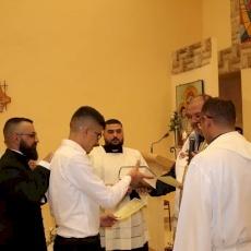 رتبة تسليم الكتاب والصليب المقدسين لطلاب الروحانيات في المعهد الإكليريكي