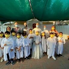 35 bambini del Vicariato di San Giacomo per i cattolici di lingua ebraica ricevono la Prima Comunione e la Confermazione