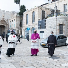 En images: l'entrée du Patriarche Pierbattista Pizzaballa au Saint-Sépulcre pour la première semaine de Carême
