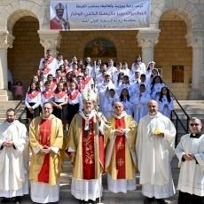 البطريرك بيتسابالا يزور رعية بيرزيت للمرة الأولى ويمنح سرّي القربان الأقدس والتثبيت