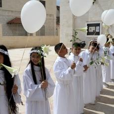 رعية القديسين نيقوديموس ويوسف الرامي في الرملة تحتفل بمنح المناولة الأولى والتثبيت لأبنائها