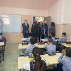 القنصل الفرنسي في زيارة رسمية لمدارس البطريركية اللاتينية في فلسطين