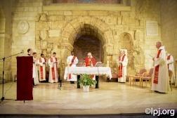 المؤمنون يحيون ذكرى المسيح المكلل بالشوك في القدس