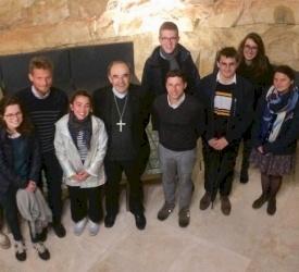 De passage en Terre Sainte, le Cardinal Barbarin rencontre des jeunes volontaires français