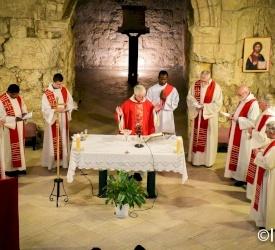 All'Ecce Homo, i fedeli ricordano Cristo coronato di spine