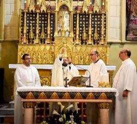الأب فراس عبدربه يترأس قداسًا إلهيًا في كوكاتدرائية البطريركية اللاتينية