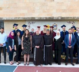 الاحتفال في تخريج الفوج الأول من مدرسة هيلين كيلير في القدس