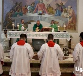 رعية الرسلاللاتينفي الزرقاء تقدم الشكر للأب عامر جبران بمناسبة انتهاء خدمته الكهنوتيةفيها