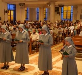 راهبات بنات القديسة حنة يحتفلن بعيد القديسة حنة في كنيسة قلب يسوع الأقدس في تلاع العلي