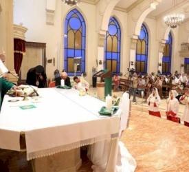 Le P. Bader célèbre sa première messe en tant que nouveau curé de l'église du Sacré-Cœur de Jésus