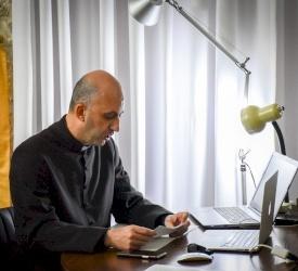 الأب عزيز حلاوة يناقش رسالة الدكتوراة عن الكنيسة الأورشليمية وليتورجيتها في القرون الخمسة الأولى