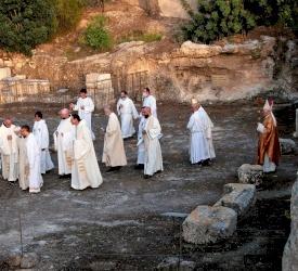 Mgr Marcuzzo à Emmaüs: «L'espérance chrétienne ne déçoit pas»