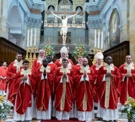 حراسة الأراضي المقدسة تحتفل برسامة خمسة كهنة جدد