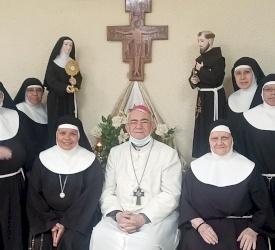 راهبات الكلاريس في الأرض المقدسة يحتفلن بعيد مؤسستهن القديسة كلارا ويوبيل الأخت ألبا كيارا
