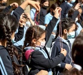 الأردن: أطفال مدرسة راهبات الوردية يشاركون في المبادرة العالمية لصلاة الوردية