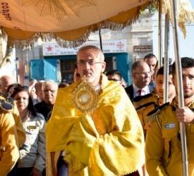 Los fieles celebran la fiesta del Sagrado Corazón de Jesús en la Iglesia Salesiana de Belén