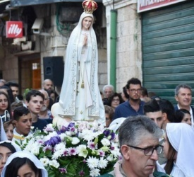 Procession in the Old City of Jerusalem honors the Virgin Mary