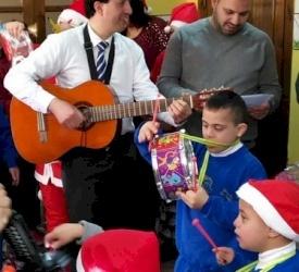 موظفو البطريركية اللاتينية يزورن منزلاً لأطفال ذوي احتياجات خاصة تابع لرهبنة الكلمة المتجسد في بيت لحم