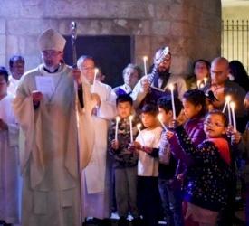 El arzobispo Pierbattista Pizzaballa en la Kehilla de Jerusalén