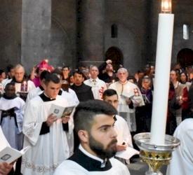 El Administrador Apostólico hace la primera entrada solemne en Cuaresma al Santo Sepulcro