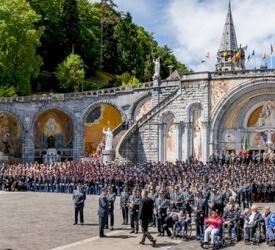 Preghiera per la pace e solidarietà per la Terra Santa in occasione del 60° pellegrinaggio militare internazionale a Lourdes