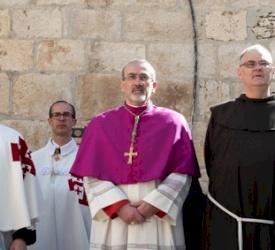 الدخول الرسمي للمدبر الرسولي بييرباتيستا بيتسابالا لكنيسة القيامة للاسبوع الاول من الصوم الاربعيني