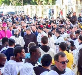 En images : la procession et la messe de Minuit à Bethléem 2019