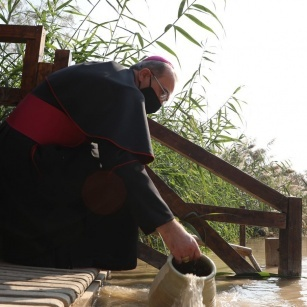عظة البطريرك بييرباتيستا بيتسابالا في قداس الحج المسيحي لموقع معمودية السيد المسيح ٢٠٢١