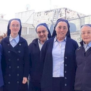 """Sisters of""""La Sainte Croix de Jérusalem"""" pray for those who doubt Jesus' love"""