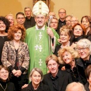 Mgr Pizzaballa échange sur les défis des chrétiens en Terre Sainte avec les paroissiens de Pesaro