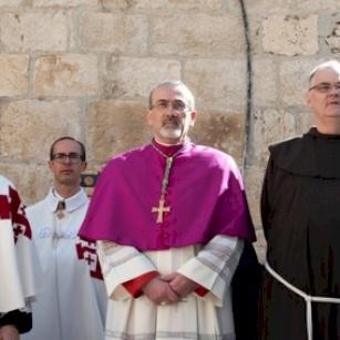 PHOTOS ET VIDÉO: Monseigneur Pierbattista Pizzaballa, fait son entrée solennelle au Saint-Sépulcre pour la première semaine de carême