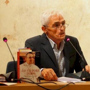 """Mons. Marcuzzo presenta il libro """"Lo stupore di Dio"""" su papa Albino Luciani"""