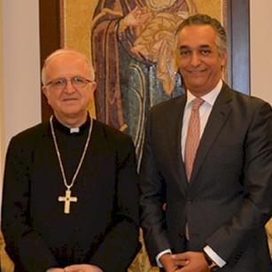 Mgr Shomali discute de tourisme religieux avec l'Ambassadeur de Jordanie en France