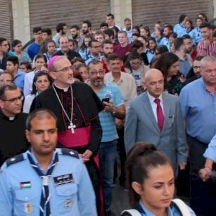 أبناء رعية قطع رأس يوحنا في مادبا يستقبلون المدبر الرسولي بييرباتيستا بيتسابالا